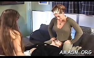 Home episode with woman facesitting chap in kinky modes