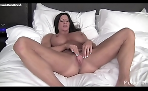 Nude Female Bodybuilder Plays With Their way Big Clit &amp_ Pussy D'bouch'