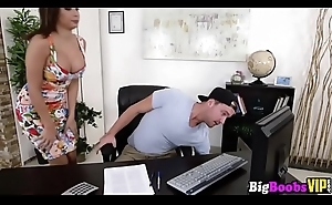 Big boobs big-shot Aaliyah Hadid spends will not hear of break fucking