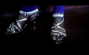Anklet feet to outstretched
